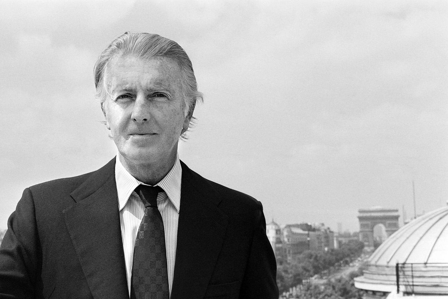 (FILES) In this file photo taken on July 27, 1978 French aristocrat and fashion designer Hubert de Givenchy poses for photographs in Paris.    French fashion designer Hubert de Givenchy died aged 91 it was announced on March 12, 2018.  / AFP PHOTO / PIERRE GUILLAUD