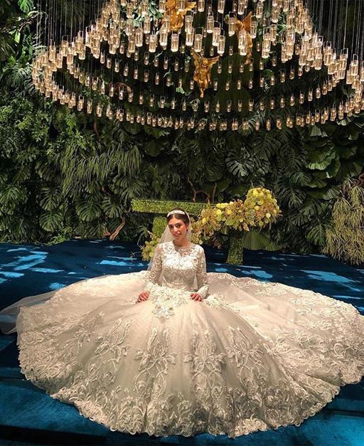 O vestido de Kathleen levou a assinatura de Sandro Barros